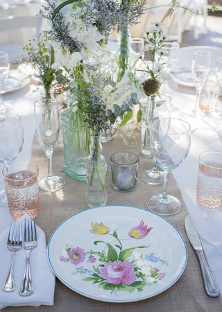 rustic-burlap-table-runners-white-table-linens-white-china-with-floral-details-glass-vases-candles