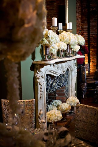 fireplace-mantle-at-houmas-house-plantation-decorated-with-white-rose-and-hydrangea-flowers