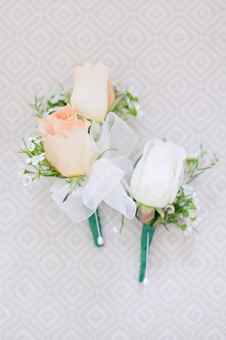 groomsmans-pastel-orange-rose-boutonniere-grooms-white-rose-boutonniere