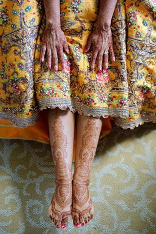 pakistani-bride-shows-off-her-henna-before-her-mehndi-with-her-traditional-dress-hands-and-feet
