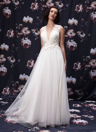 v-neck-wedding-dress-by-ivy-and-aster-fall-2016