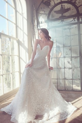 sareh-nouri-spring-2019-swan-lake-collection-wedding-dress-olivie-spaghetti-strap-plunge-neck-gown