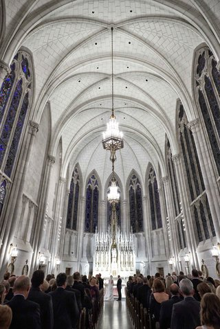 rounded-vaulted-ceiling-and-chandeliers-at-st-james-chapel-in-chicago-wedding-venue-stained-glass