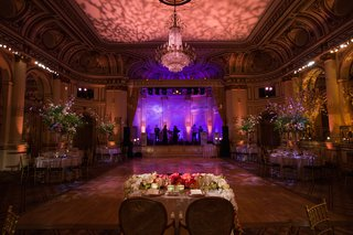 sweetheart-table-with-view-of-dance-floor-and-stage