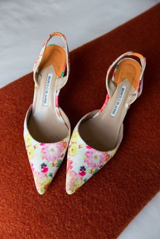 wedding-shoes-manolo-blahnik-wedding-heels-pointed-toe-pumps-pink-and-yellow-flowers