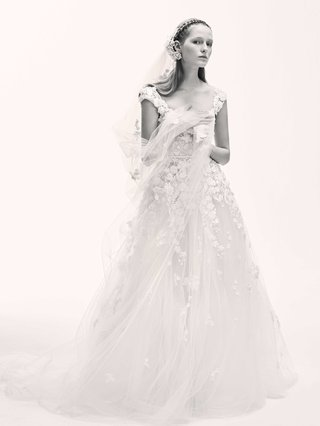 black-and-white-photo-of-elie-saab-bridal-spring-2017-ball-gown-wedding-dress-cap-sleeves-organza