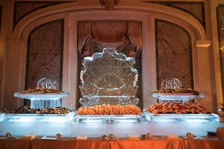 seafood-station-ice-sculpture-with-monogram-shrimp-and-other-shellfish