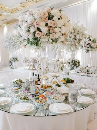 wedding-centerpiece-on-glass-vessel-with-ivory-and-blush-roses