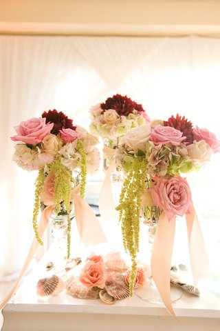 seashell-decorations-with-pink-rose-and-amaranthus