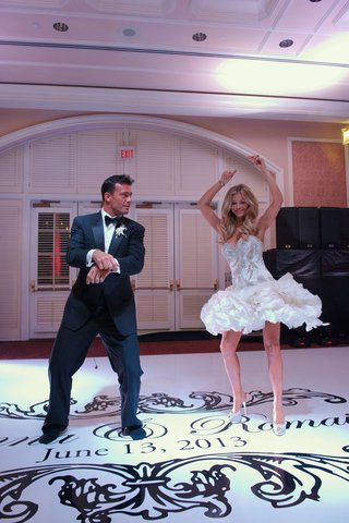 joanna-krupa-and-romain-zago-dance-at-wedding-reception