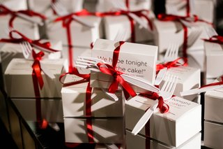 wedding-favors-leftover-cake-in-box-fork-red-ribbon-for-when-you-wake-up-sweet-treat-favor