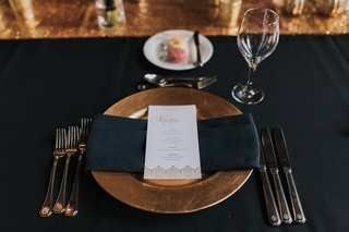 wedding-tablescape-black-linens-gold-charger-white-menu-with-gold-details