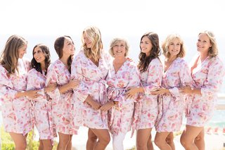 bride-mother-of-the-bride-bridesmaids-getting-ready-in-long-sleeve-pink-floral-robe