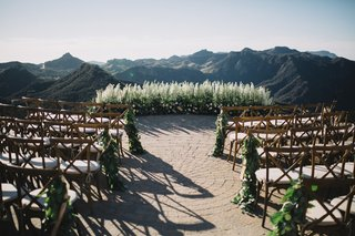 malibu-rocky-oaks-helipad-wedding-ceremony-floral-backdrop