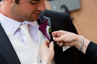 nfl-quarterback-brock-osweiler-wedding-boutonniere-purple-calla-lily