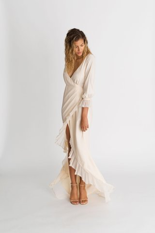 alexandra-grecco-fall-winter-2018-the-magic-hour-wedding-dress-parisi-wrap-gown-ruffle-hem-v-neck