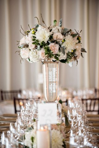 wedding-reception-glass-vase-with-pink-garden-rose-ivory-white-dahlia-flower-dusty-miller-greenery