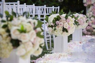 wedding-ceremony-lacquer-white-aisle-flower-arrangements-pink-rose-ivory-rose-white-hydrangea
