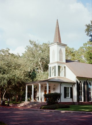 wedding-ceremony-location-may-river-chapel-at-palmetto-bluff-south-carolina