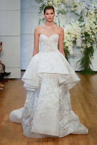 monique-lhuillier-spring-2018-bridal-collection-wedding-dress-gardenia-strapless-peplum-gown-flower