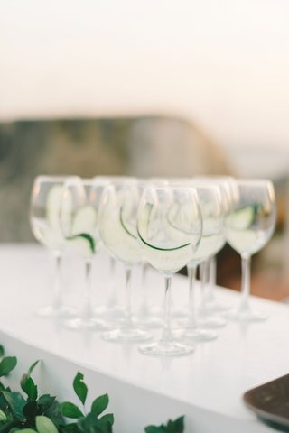 wedding-ceremony-drink-glasses-with-cucumber-slices-prepared