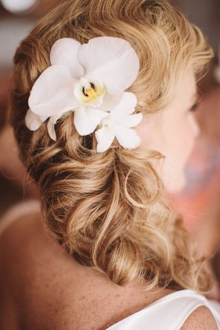 hawaiian-floral-hair-accessory-on-side-swept-ponytail