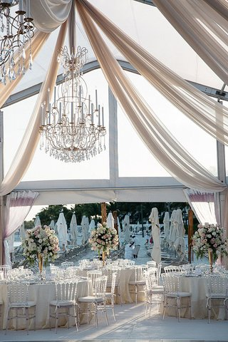 beach-wedding-reception-with-a-clear-tent-drapery-and-golden-chandeliers-with-crystals