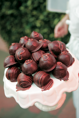 heart-design-on-chocolate-truffle-at-wedding-dessert-station