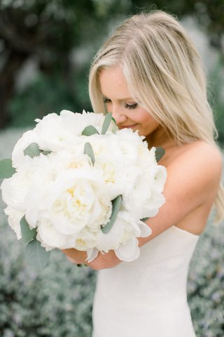 taylour-rutledge-bride-smelling-white-bouquet-peony-garden-rose-ranunculus-flowers
