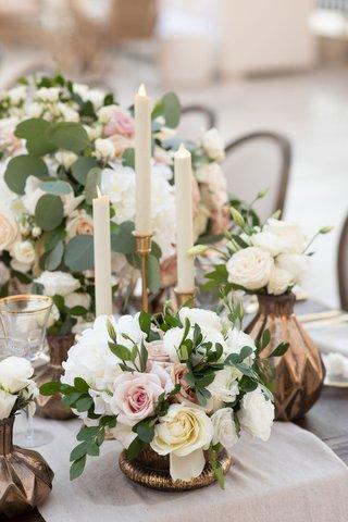 wedding-vase-dark-metallic-gold-candleholder-eucalyptus-greenery-white-pink-rose-flowers-low