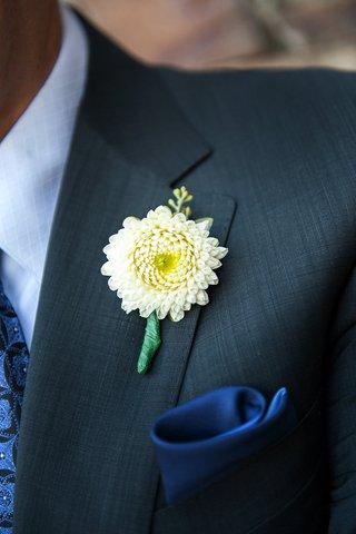 chrysanthemum-wedding-boutonniere-on-grooms-lapel