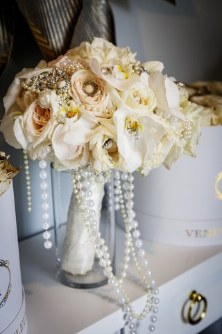 bridal-bouquet-with-orchids-beige-roses-pearl-and-brooch-details