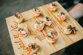 wedding-menu-tray-passed-appetizer-on-wood-tray-mini-margherita-pizzas-pizzettas