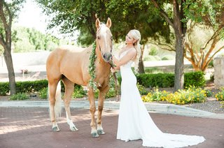 wedding-dress-train-v-neck-bride-with-horse-portrait-chestnut-with-greenery-around-neck-white-mane