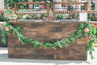 rustic-wedding-wooden-bar-with-garland-on-front