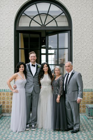wedding-photos-alexis-cozombolidis-with-her-sister-and-parents-mother-father-and-hunter-pence