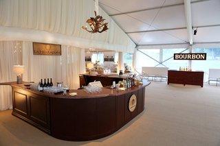 horseshoe-shaped-bar-u-shaped-bar-texas-inspired-reception
