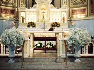 wedding-ceremony-catholic-church-babys-breath-in-stone-urns-at-altar-stairs
