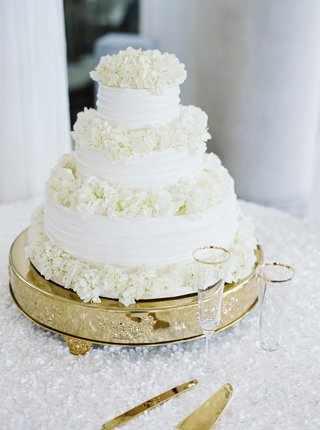 simple-three-tiered-white-wedding-cake-with-layers-of-hydrangea-blooms