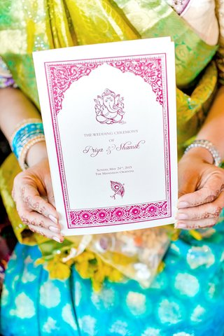 guest-holding-program-for-hindu-ceremony