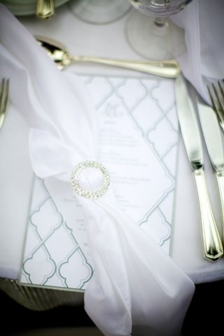 white-napkin-tied-with-crystal-ring-on-menu-card