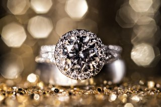 platinum-white-gold-diamond-engagement-ring-with-halo-setting