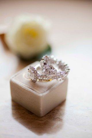 womens-diamond-wedding-ring-and-engagement-ring-multiple-stones-geometric-the-mrs-box-grey