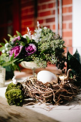 wedding-reception-branch-nest-with-egg-and-gold-dinosaurs
