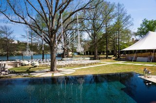 grass-lawn-next-to-lake-with-trees-in-austin-texas