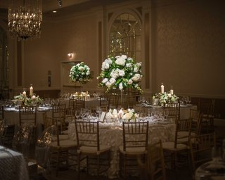 small-round-white-tablescapes-with-tall-floral-arrangements-featuring-white-flowers-and-foliage