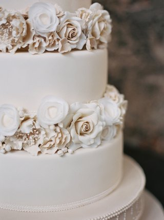 white-wedding-cake-fondant-with-sugar-flowers-champagne-ivory-white-blush-roses-and-florals