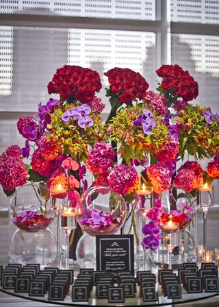 red-roses-purple-orchids-pink-hydrangeas-black-escort-cards-and-white-ink