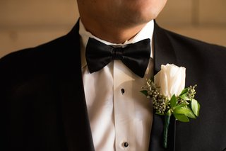 grooms-white-rose-boutonniere