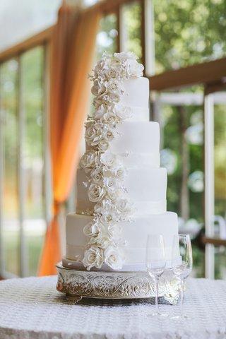 round-white-wedding-cake-with-sugar-flowers